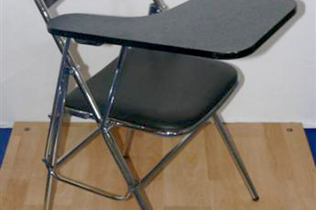 Chaises skaï noir avec écritoire